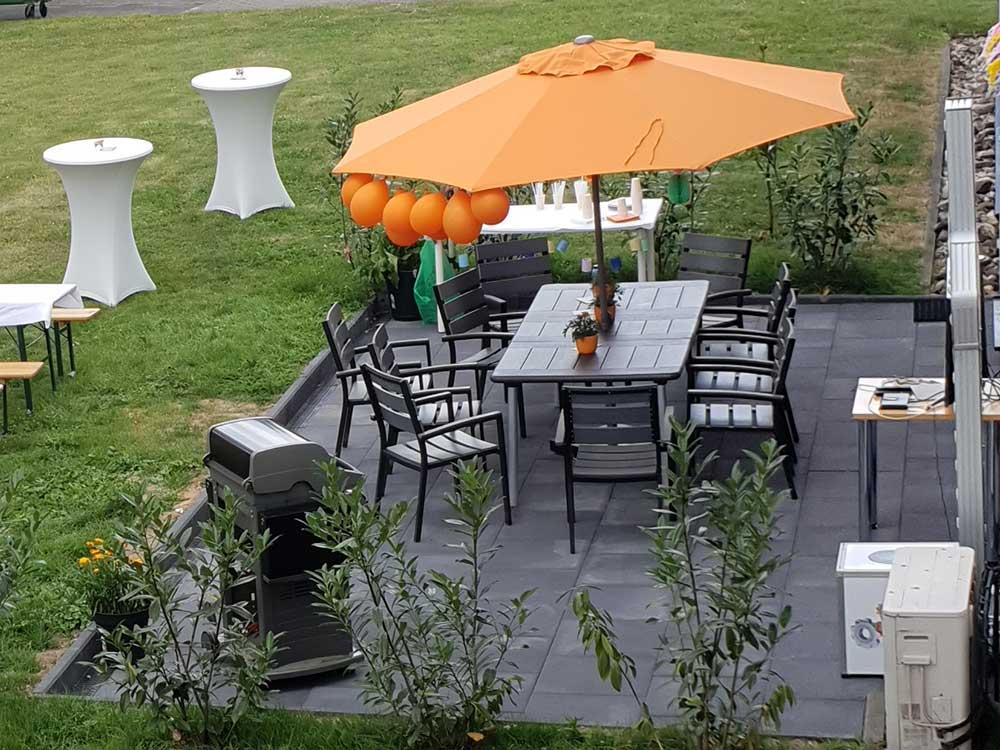 Ein Platz an der Sonne: das CGW-Team bekommt eine Terrasse|Ein Platz an der Sonne: das CGW-Team bekommt eine Terrasse