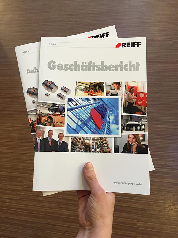 Die gedruckten Exemplare des Geschäftsberichts sowie der Anhang mit Informationen für Banken erschienen pünktlich zur Bilanzpressekonferenz der REIFF-Gruppe.